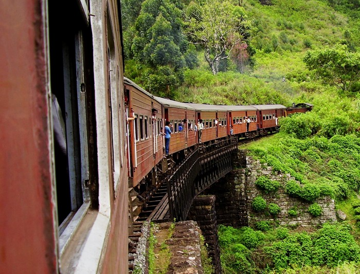 sri-lanka_haputale_train