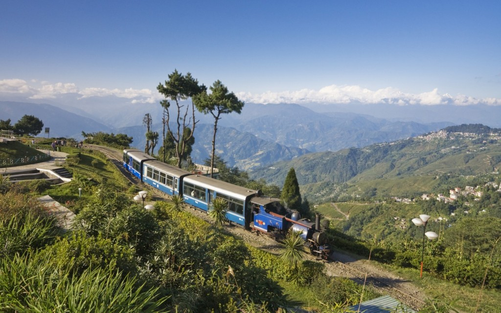 darjeeling himalayan toy train