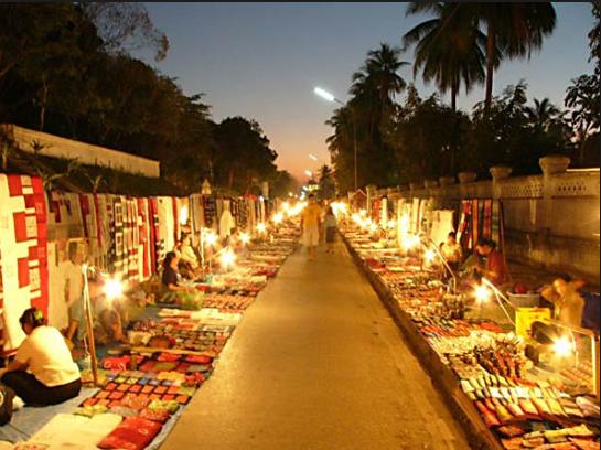 Luang prabang mercato notturno, laos