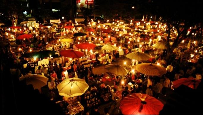 Mercato notturno chang mai, tailandia
